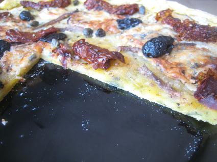 Recette de pizza pâte de pommes de terre et garniture du sud