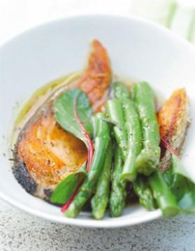 Poêlée d'asperges et saumon grillé au soja pour 6 personnes ...