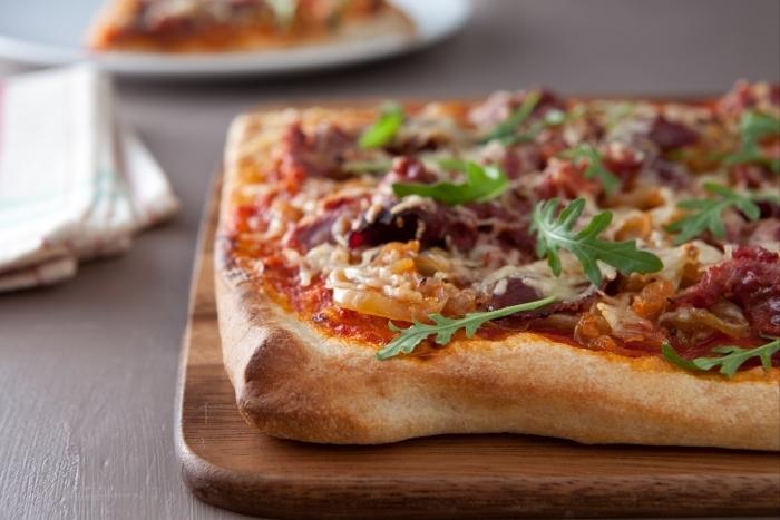 Recette de pizza au canard et oignons confits facile et rapide