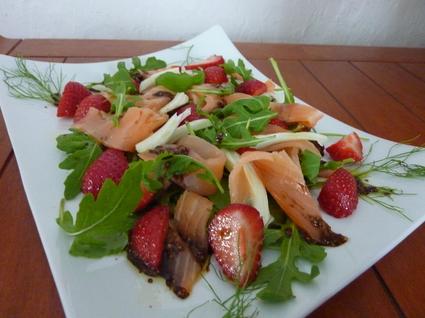 Recette de salade de saumon fumé aux fraises