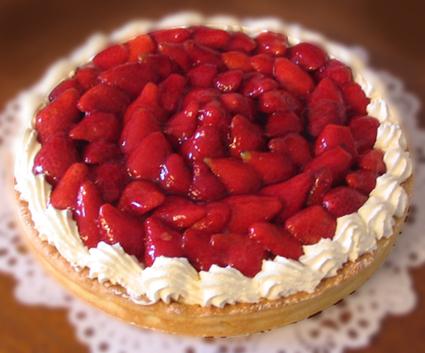 Recette de tarte aux fraises, crème aux amandes et chantilly maison