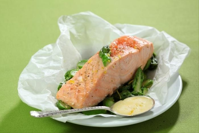 Recette de papillote de saumon et asperges vertes au barbecue ...