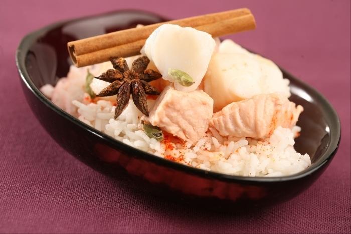 Recette de nage de poissons épicée et riz parfumé à l'indienne ...