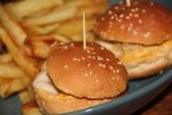 Recette de mini hamburgers au poulet sauce à l'américaine