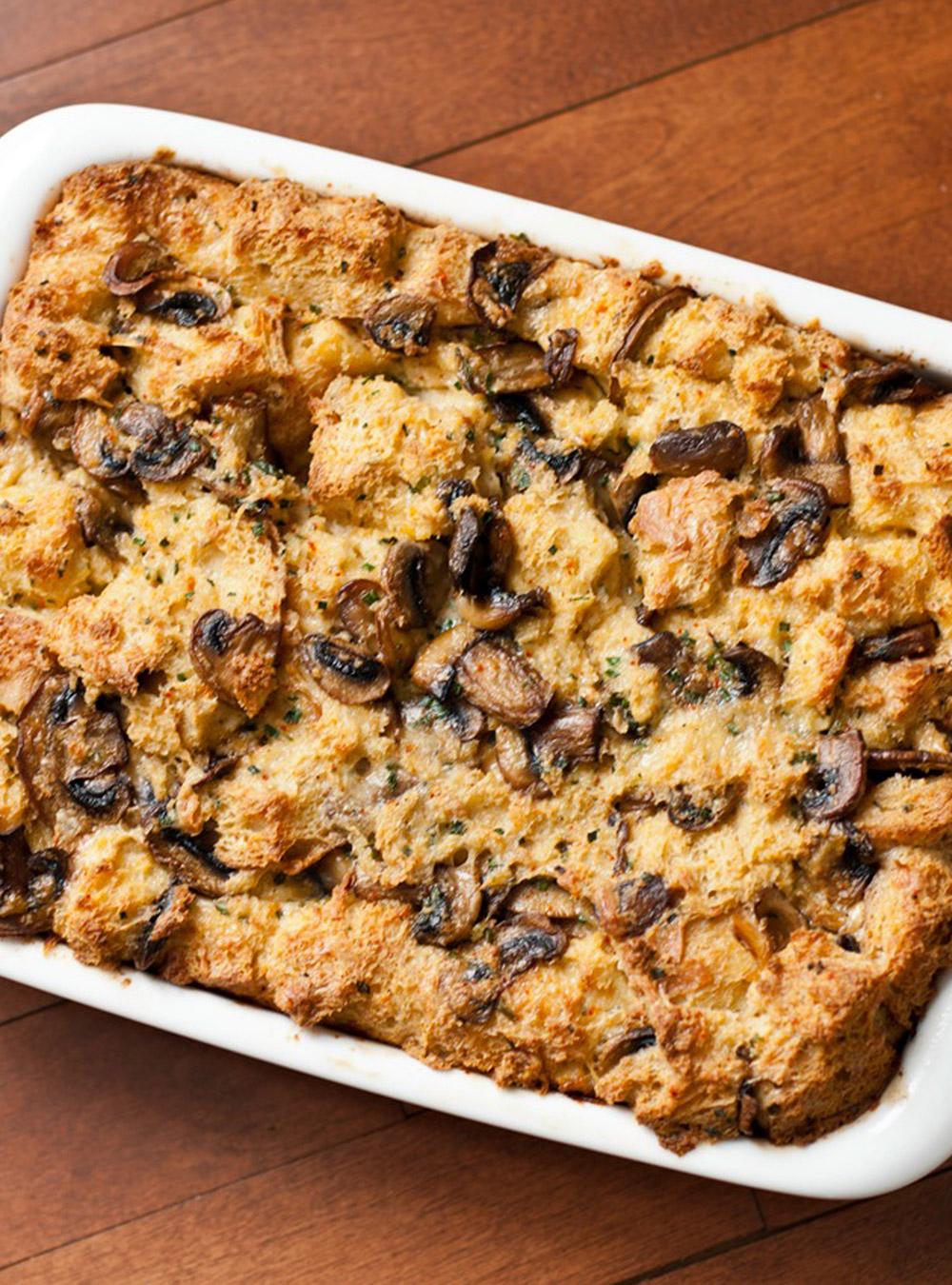 Pouding au pain, fromage et champignons de joël legendre | ricardo
