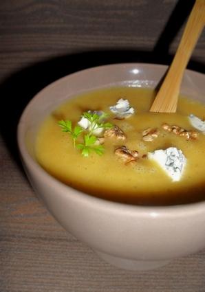 Recette de soupe de courge aux noix grillées & au bleu