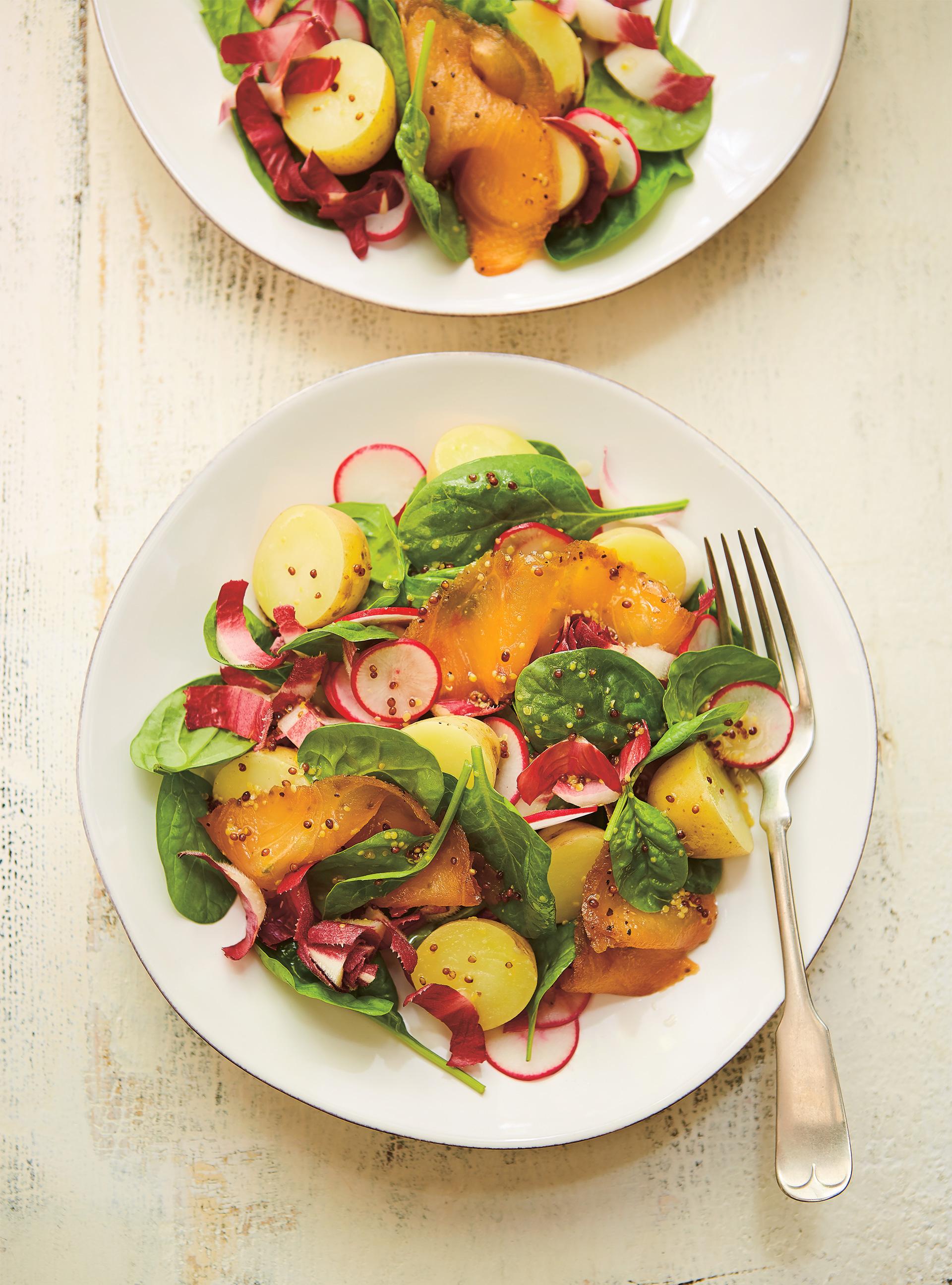 Salade d'endives au saumon fumé et vinaigrette au miel | ricardo
