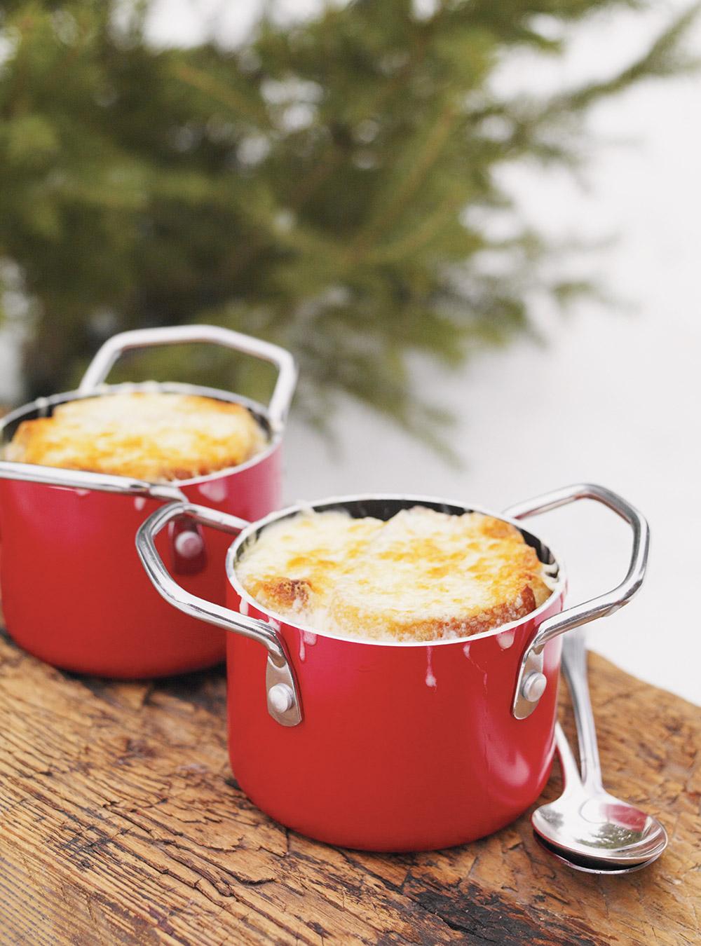 Soupe au chou gratinée (style soupe à l'oignon gratinée) | ricardo