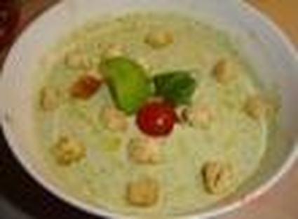 Recette de soupe de laitue au parmesan et basilic