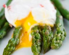 Oeufs pochés aux asperges vertes | cuisine az