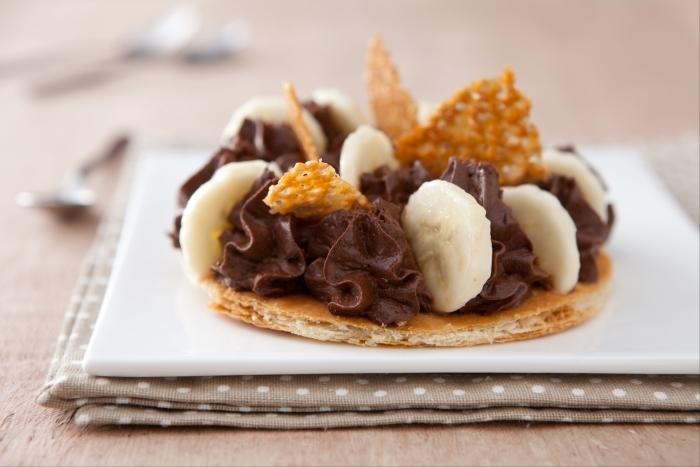 Recette de tarte fine mousse au chocolat, bananes et éclats de tuile ...