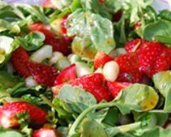 Recette salade de fraises, roquette et noix de macadamia