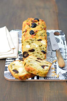 Recette de cake aux haricots verts, feta, pignons et olives noires