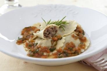 Recette de raviolis frais de canard confit à la sarriette, jus aux petits ...