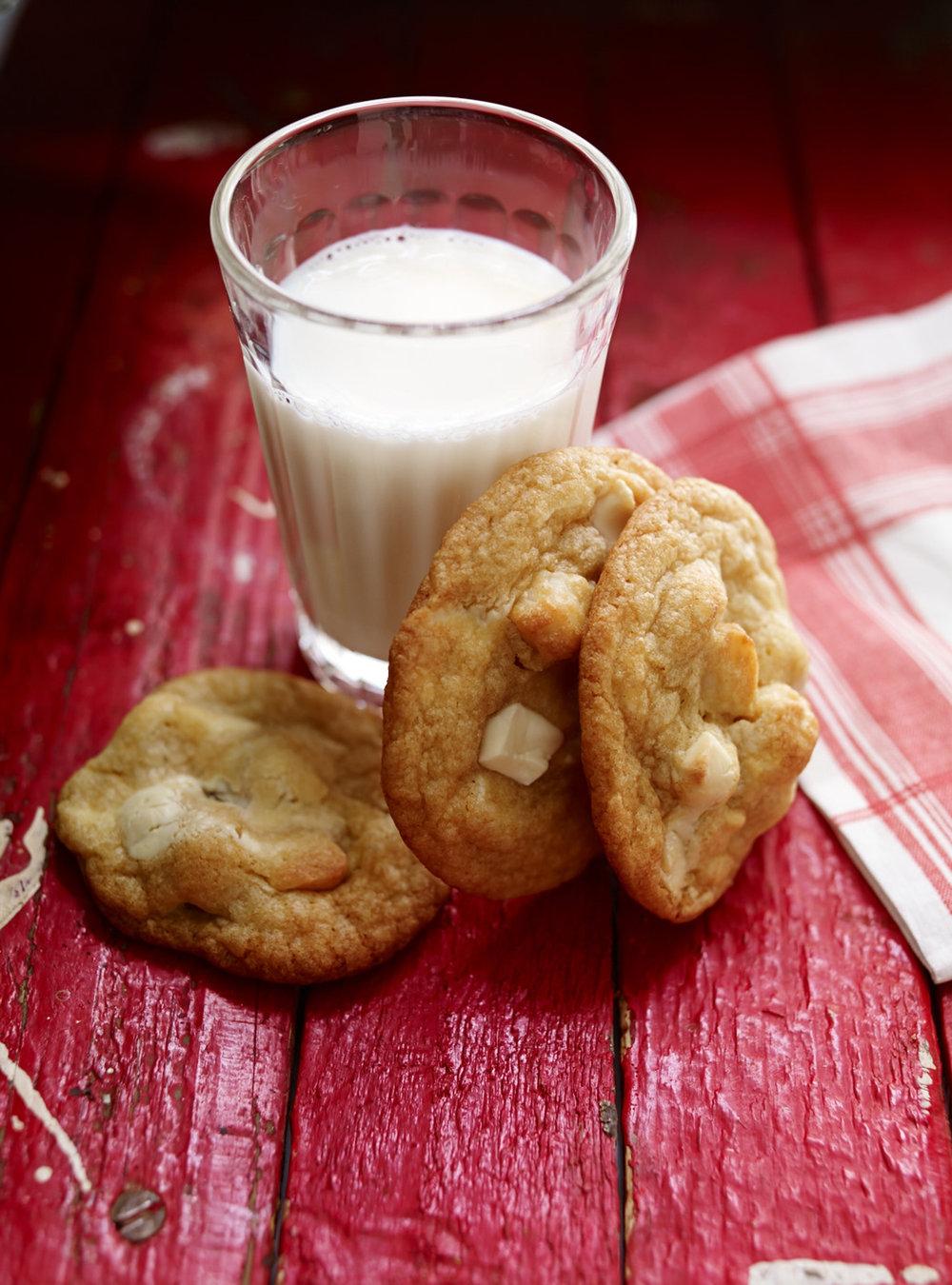 Biscuits au chocolat blanc et aux noix de macadam | ricardo