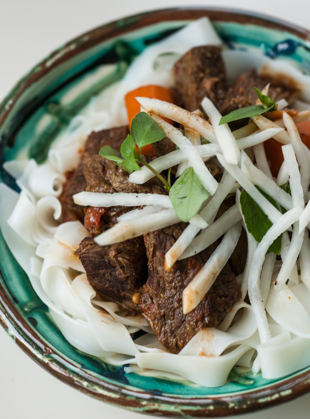 Ragoût de boeuf à la citronnelle et salade de daïkon de kim thùy ...