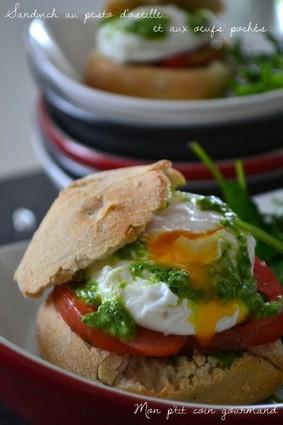 Recette de sandwichs au pesto d'oseille et aux oeufs pochés