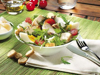 Recette de salade gauloise de roquette et filet minute de poulet