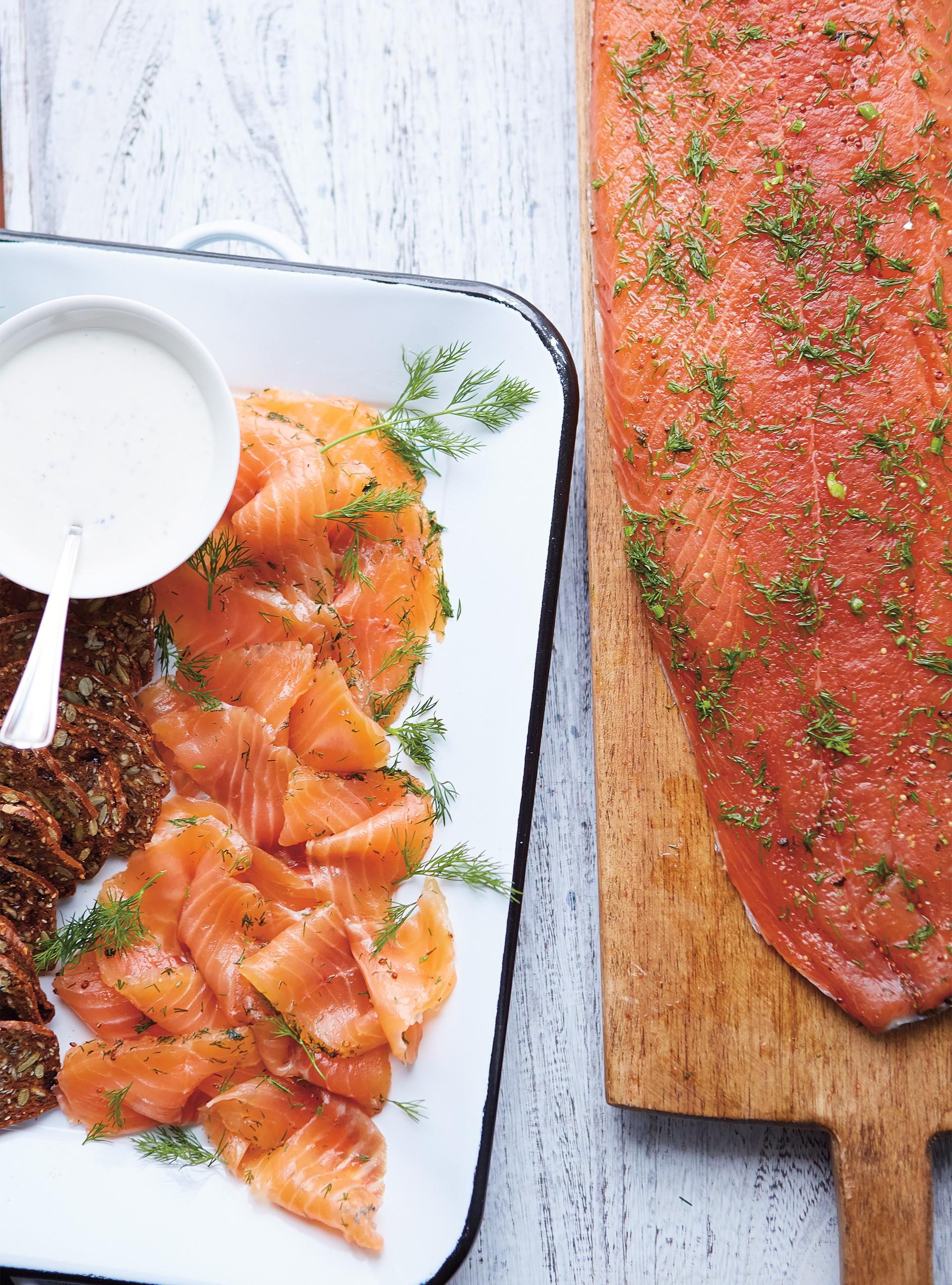 Gravlax de saumon au gin et au miel   ricardo
