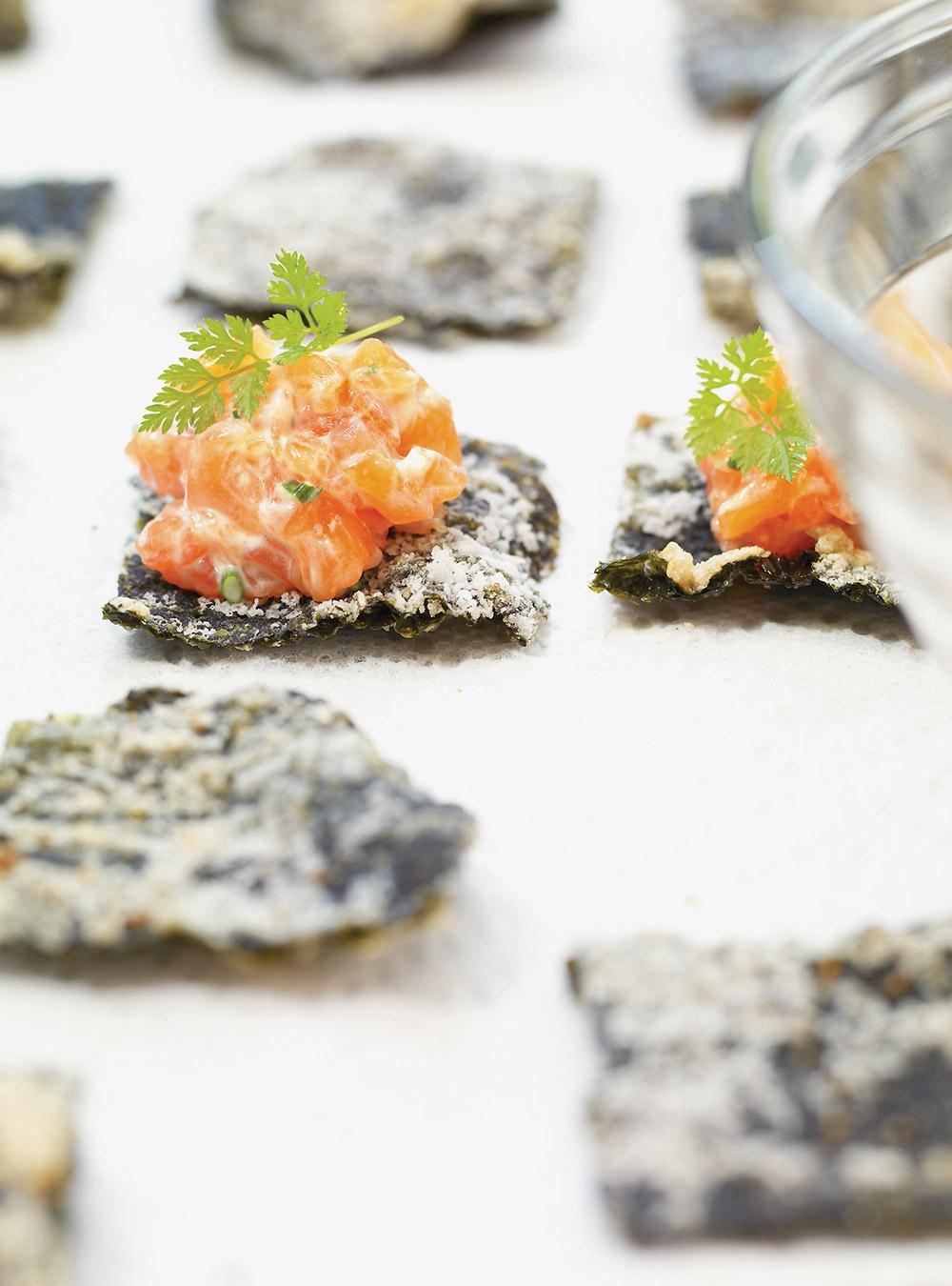 Tartare de saumon sur algue nori frite | ricardo