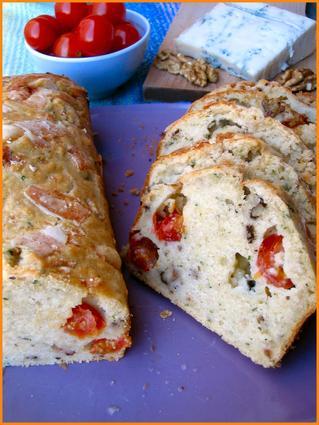 Recette de cake aux tomates cerises, noix et gorgonzola