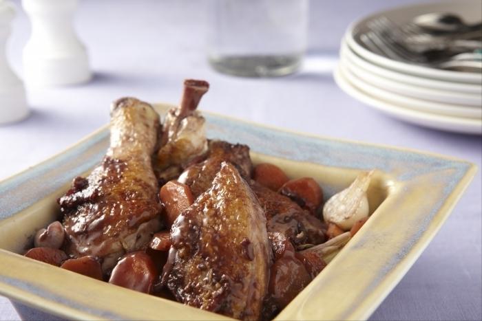Recette de poulet aux lardons et au vin rouge facile et rapide