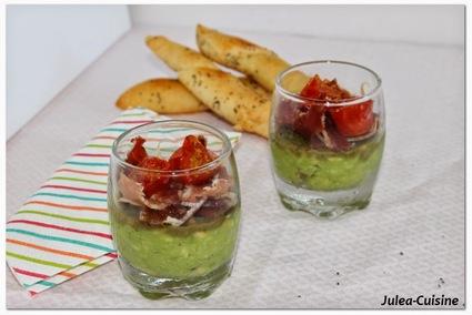 Verrines purée avocat-amande pimentée, jambon serrano et ...