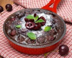 Recette gâteau au chocolat et cerises à la poêle