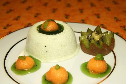 Recette de nougat glacé aux kiwis et billes de melon