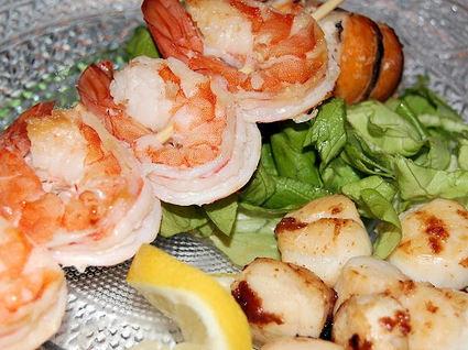 Recette de brochettes de crevettes et saint-jacques poêlées
