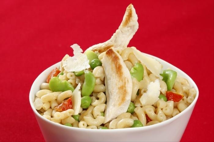 Recette de pastasotto de coquillettes aux petits pois et poulet grillé ...