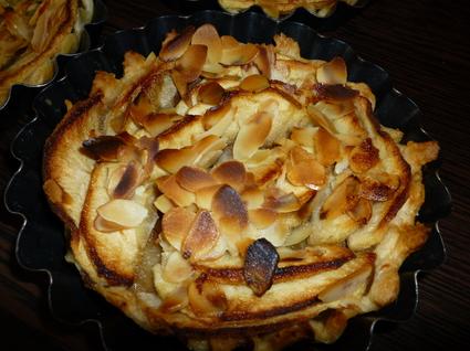 Recette de tarte aux pommes à la compote, miel et amandes