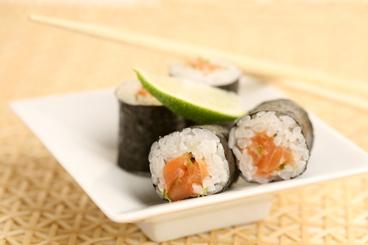 Recette de maki tartare de saumon, ciboulette et citron vert facile et ...