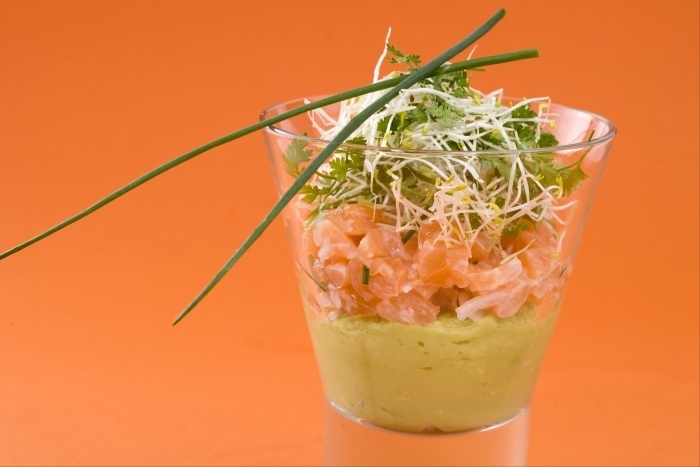 Recette de verrine de saumon et guacamole au citron vert facile et ...