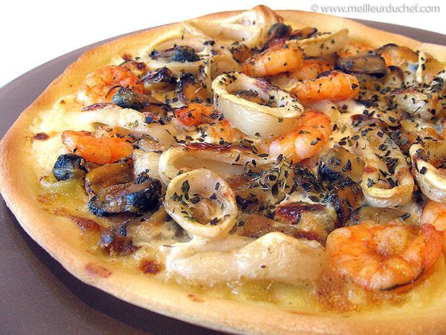 Pizza aux fruits de mer  notre recette illustrée  meilleurduchef.com