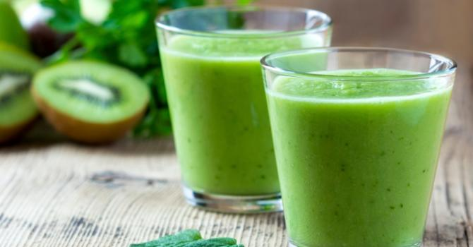 Recette de smoothie anti-cellulite au thé vert, kiwis et citron