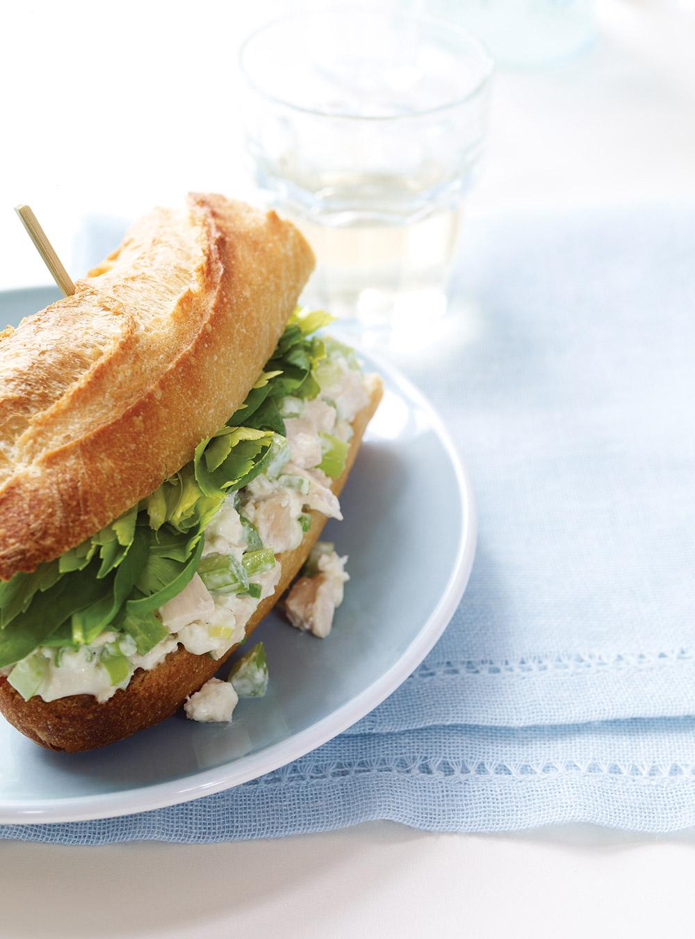 Sandwichs à la salade de poulet revisités | ricardo