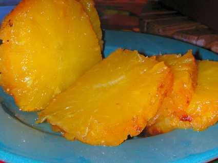 Ananas rôti au caramel d'épices