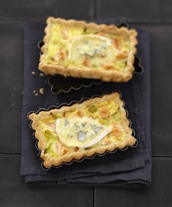 Recette de tarte fondante au bresse bleu, saumon et poireau