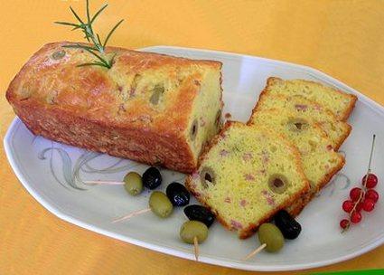 Recette de cake aux olives, jambon et fromage