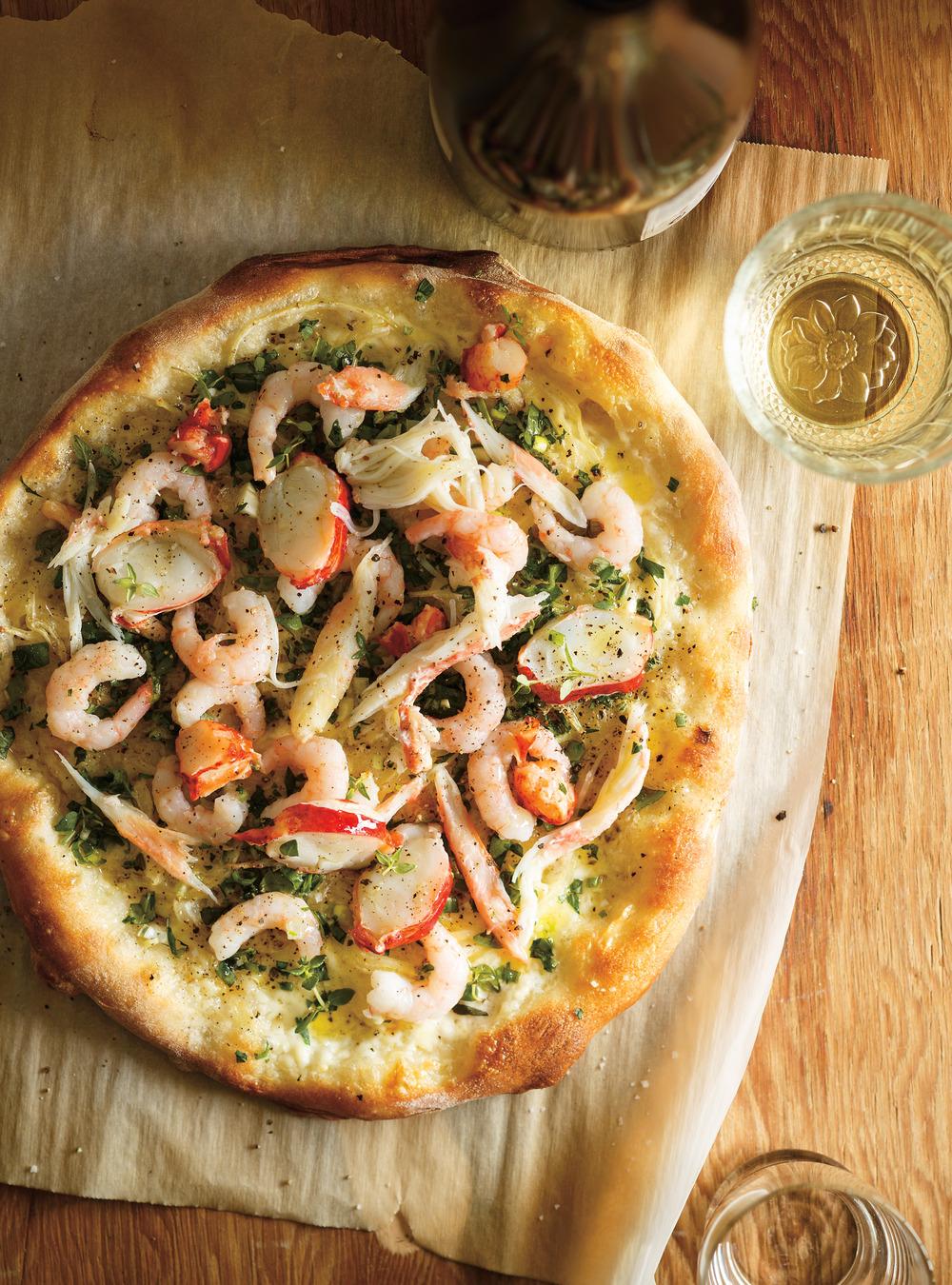 Pizza aux fruits de mer et aux herbes fraîches | ricardo