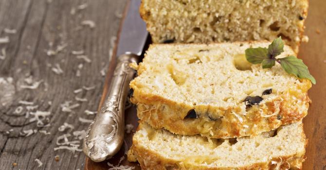 Recette de cake salé aux olives, noisettes et comté râpé