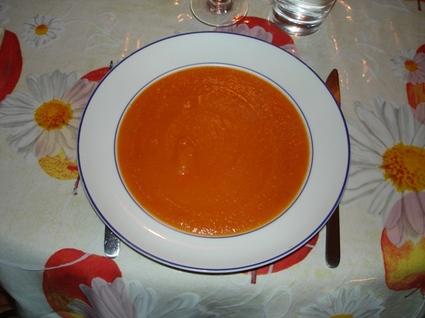 Recette de soupe à la tomate, aux oignons et aux pommes de terre ...