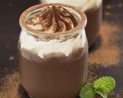 Recette petits pots de crème au chocolat et chantilly