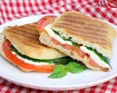Recette panini chèvre, miel, tomate et basilic
