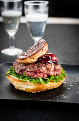 Recette de burger au foie gras et sauce cerise