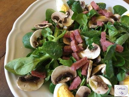Recette de salade de mâche, champignons, bacon et oeuf