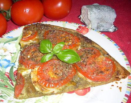 Recette de tarte fine tomates, pesto et chèvre