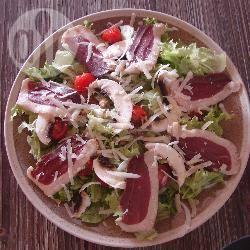 Recette salade de magrets de canard fumés aux éclats de noix et ...