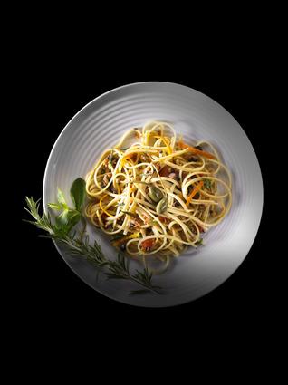 Recette de linguine aux anchois, olives et câpres